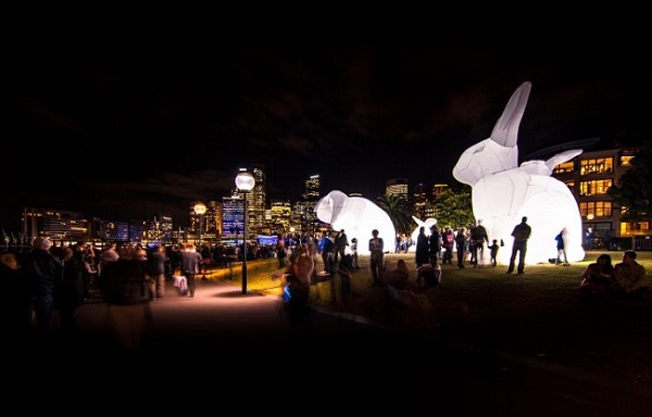 LED-floodlight-bunny-3